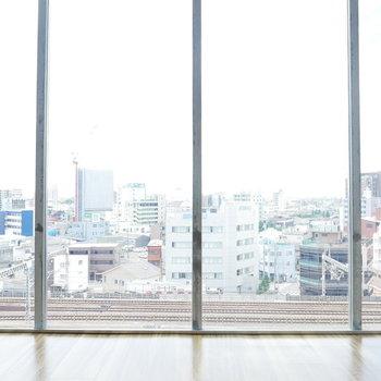2階のお部屋はちょっと景色がイマイチかも・・・ (※写真は9階別部屋からの眺望です)