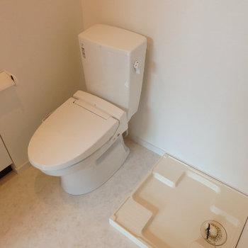 洗濯機はトイレの隣 (※写真は1階同間取り、角部屋のものです)