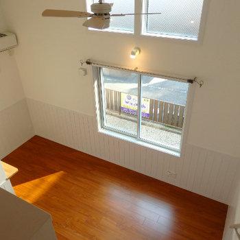 2つ並んだ窓がステキ!! (※写真は1階同間取り、角部屋のものです)