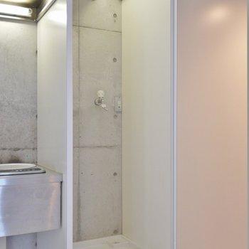 洗濯置場は隠せます。※写真は同タイプの別室。