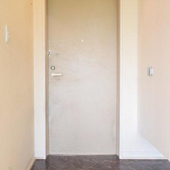 玄関はすっきりとしています