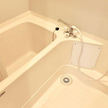 お風呂は少し古さが香ります。