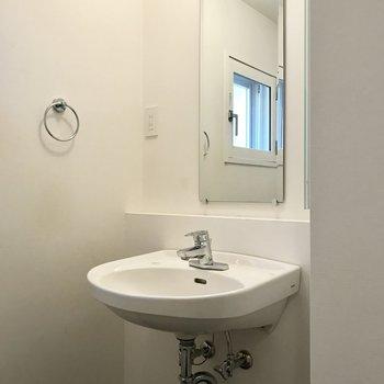 すっきりシンプルな洗面台