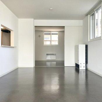 リビング広々、でも家具はあまり置かずシンプに行きたい!