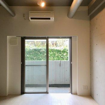 天井がすごく高いんです!※写真は1階の同間取り別部屋のものです