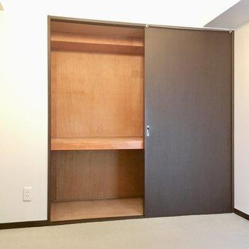 押入れタイプの収納。収納ボックスを組み合わせて使いましょ。