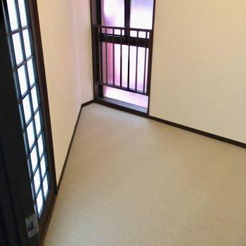 こちらは、玄関廊下の突き当りの洋室。