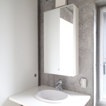 スタイリッシュな洗面台!※写真は6階の同間取り別部屋のものです