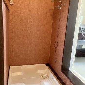洗濯機置場はバスルームの横
