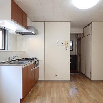 【LDK】キッチンスペースはゆったりしています。