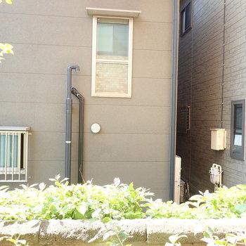 【洋室眺望】お隣さんのお家。
