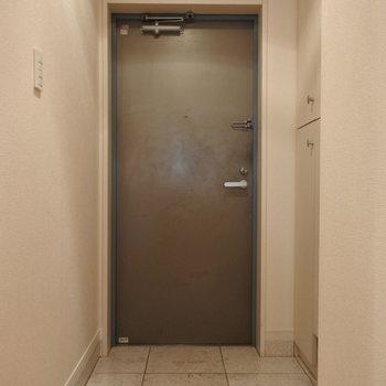 玄関収納もたっぷり (※写真は11階反転間取り角部屋のものです)