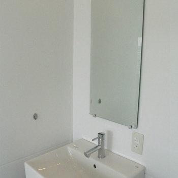 洗面台が浴室にあります※写真は10階の同間取り別部屋のものです