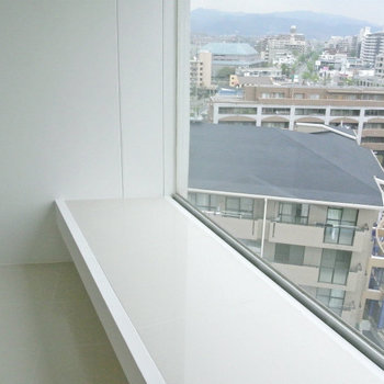 この窓。風景に癒やされます※写真は10階の同間取り別部屋のものです