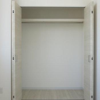 収納は洋室にあるこちらのみ!※写真は9階の反転間取り別部屋のものです
