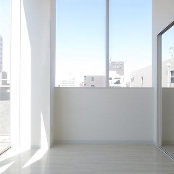 この抜群の日当たりをぜひ!※写真は9階の反転間取り別部屋のものです