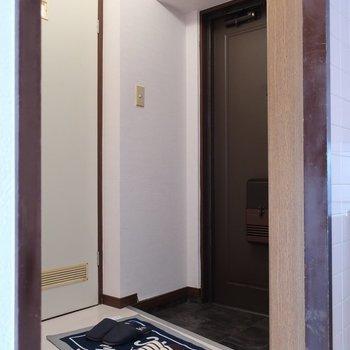 玄関もゆったりめ (※写真は5階同間取り別部屋のものです)