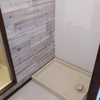 洗濯パンは浴室手前にあります (※写真は5階同間取り別部屋のものです)