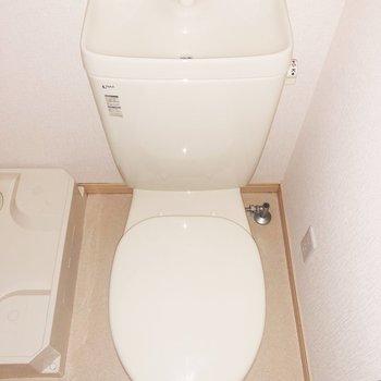 トイレの掃除道具を置くなら左側でしょうか ※写真は前回募集時のものです