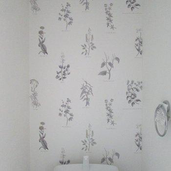 可愛く植物が描かれています。※写真は通電前のものです※写真は1階の同間取り別部屋のものです
