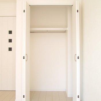 広さは適度にありそうです。※写真は通電前のものです※写真は1階の同間取り別部屋のものです