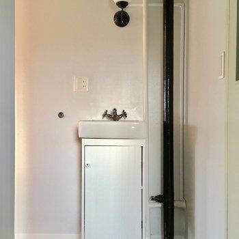 ちょこんとある洗面台さえもかわいい。