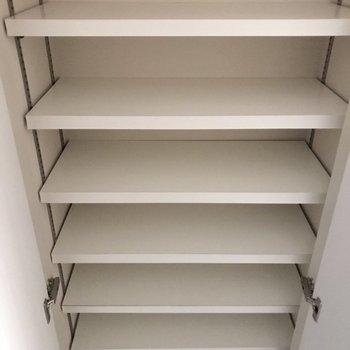 下駄箱たっぷり※写真は4階の同間取り別部屋のものです