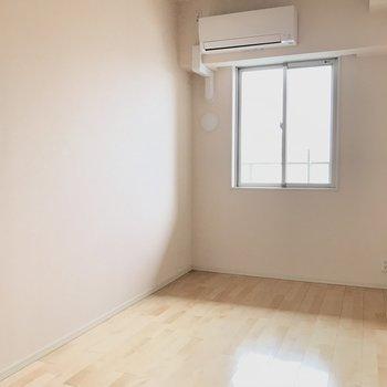 ベッドはここに※写真は4階の同間取り別部屋のものです