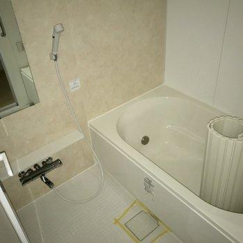 ゆったりバスルーム※写真は4階の同間取り別部屋のものです