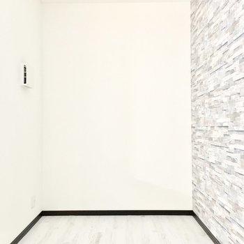 隣の洋室はとってもコンパクトサイズ。