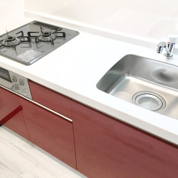 キッチンはスペースも設備も問題なしですね!
