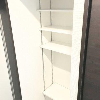 シューズボックスは好きな位置に棚を変えられます◎