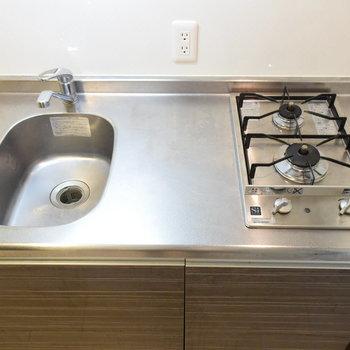 ひとり暮らしサイズのキッチンですね