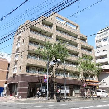 大橋駅近くの大通り沿いの建物。1回は管理会社で安心!