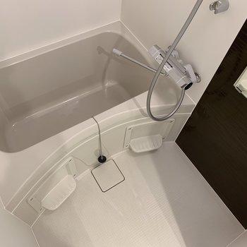 コンパクトなお風呂!※写真は3階の同間取り別部屋のものです