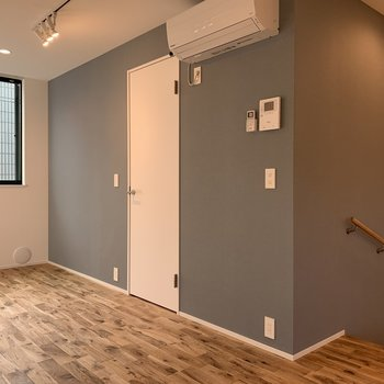アクセントクロスカワイイ〜※写真は3階の同間取り別部屋のものです