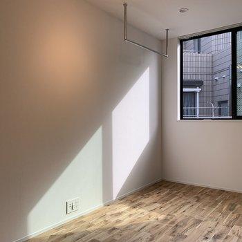 ここにはパイプハンガー付き!※写真は3階の同間取り別部屋のものです