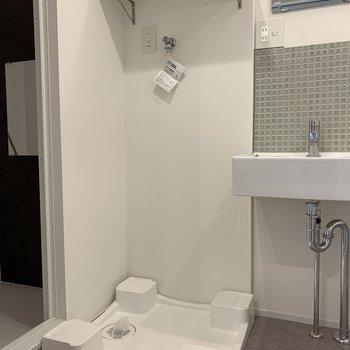 脱衣所に洗濯機置場と※写真は3階の同間取り別部屋のものです