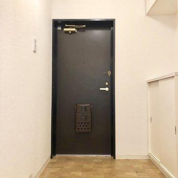 玄関は広々〜お友達がたくさん来ても大丈夫。