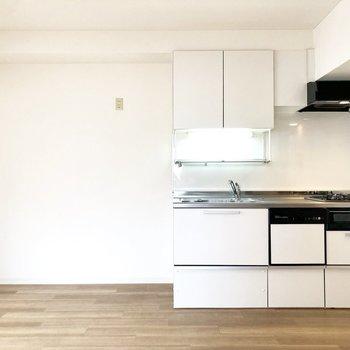 【dk】食器棚や冷蔵庫などを置くスペースもあります。