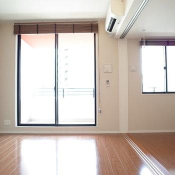 こちらがリビング!※写真は9階の同間取り別部屋のものです