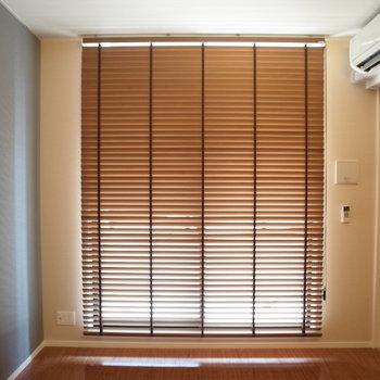 ブラインドカーテンが珍しい!※写真は9階の同間取り別部屋のものです