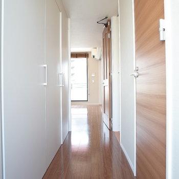 廊下がながーーーい※写真は9階の同間取り別部屋のものです