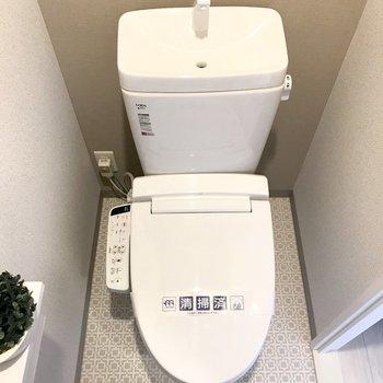 トイレはシックに決まってます。※写真は9階の同間取り別部屋、モデルルームのものです