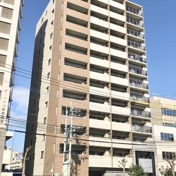 大通り沿いのマンションです。