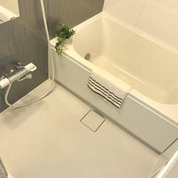 お風呂ゆったり、ラグジュアリーな気分。※写真は9階の同間取り別部屋、モデルルームのものです