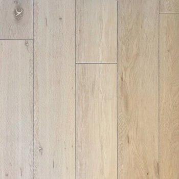床がナチュナルな色味だから、どんな家具も似合うね◎※写真は9階の同間取り別部屋、モデルルームのものです