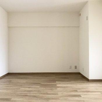 あの奥には大きなTVを置いて週末は映画鑑賞を!※写真は3階の反転間取り別部屋、一部工事中のものです