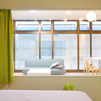 室内窓からの眺め。