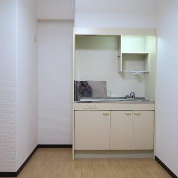 調理スペースのあるキッチン!※写真は7階の同間取り別部屋のものです